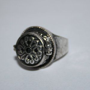 Silver modern poison ring size 5.5